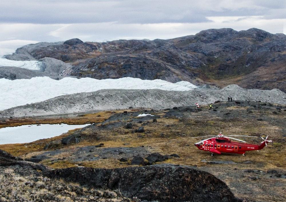 Inlandsisen - helicopter on island (7826 Bjorn)
