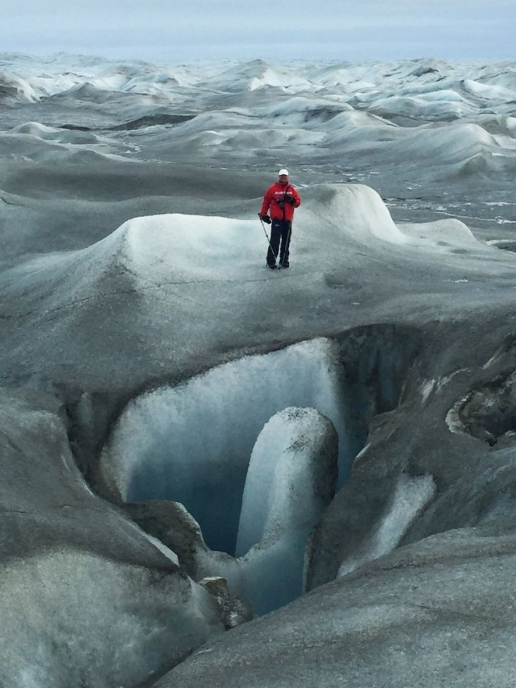 Inlandsisen - ice cave w Björn (IMG_4733 Bjorn)