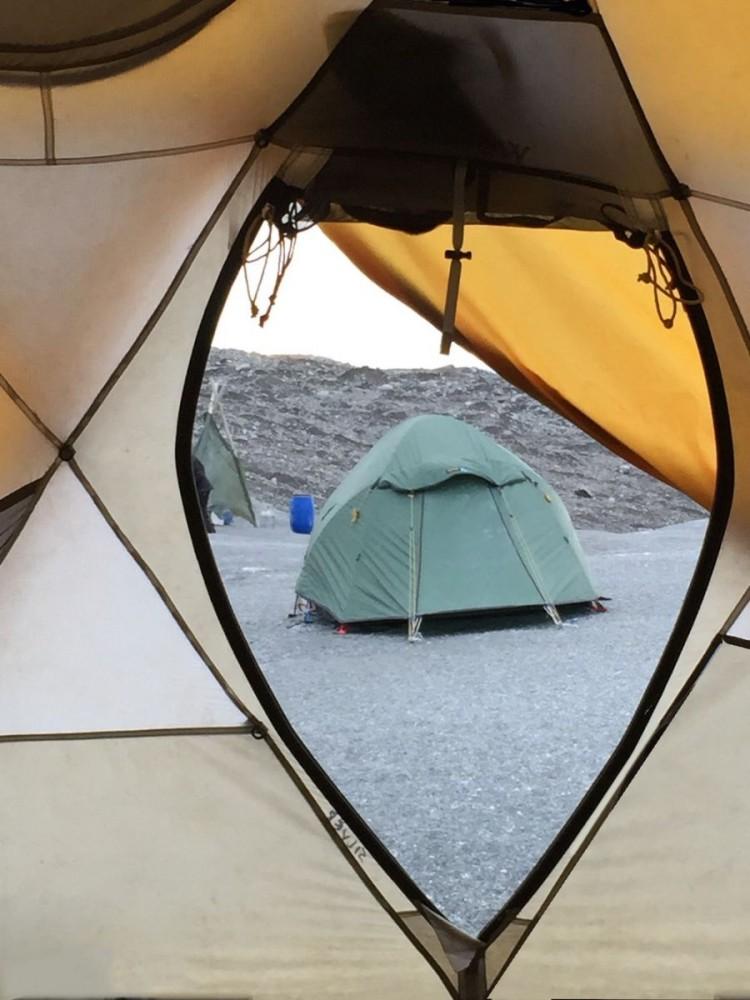 Inlandsisen - tents perspective (IMG_4759 Bjorn)
