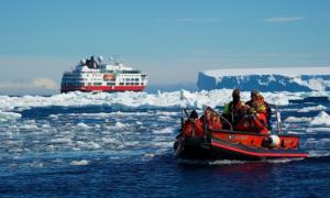 (Hurtigruten erbjuder resenäreren historisk resa. Bild: Dominic Barrington)