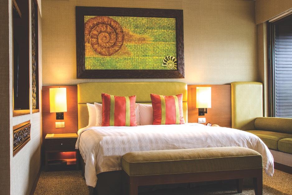 BestOfBorneo - 4 ShangriLa Bedroom A (DSC_4698)