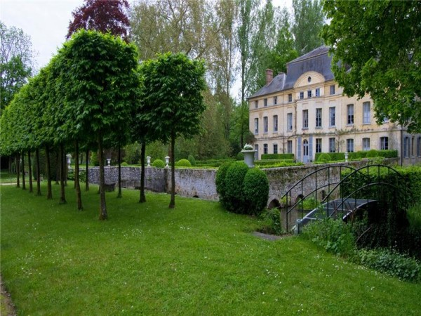 Chateau-de-Primard-Catherine-Deneuve-600x450