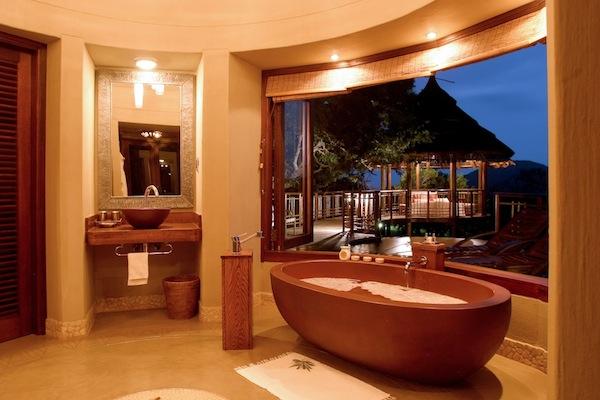 FC Safari - Thanda bush villa bathroom and view kopia