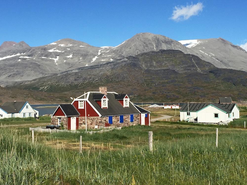 Grönlandskryssning - beautiful landscape w house (IMG_4527 Bjorn)