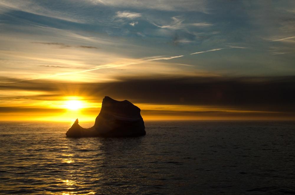 Grönlandskryssning - sunset w iceberg (4655a Bjorn)