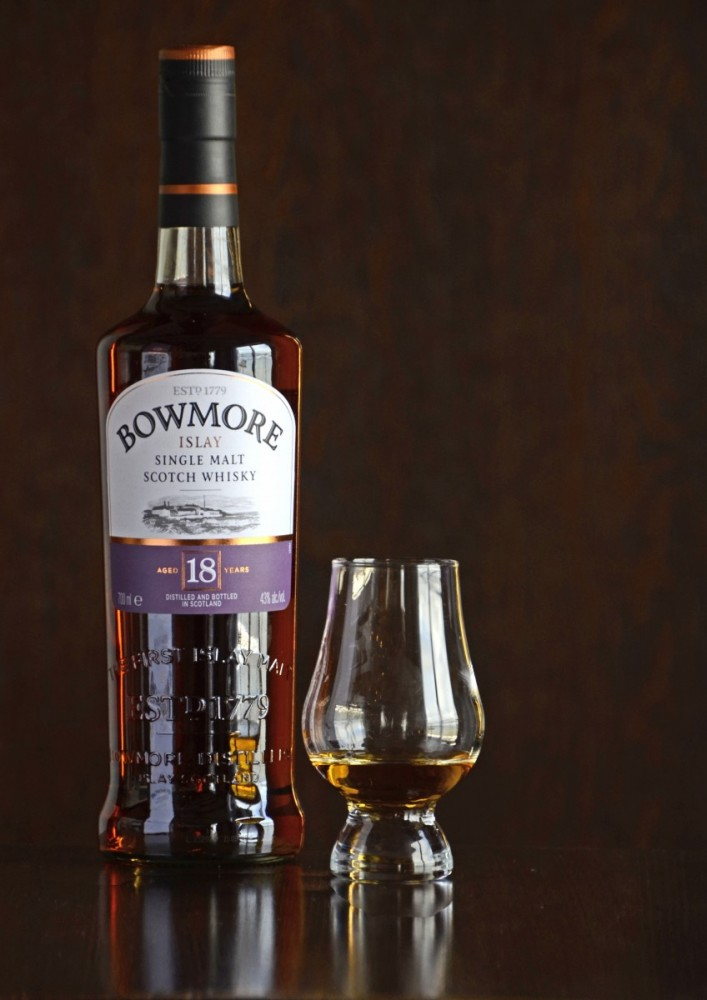 Islay Scotland - Bowmore 18 YO (15A8100)