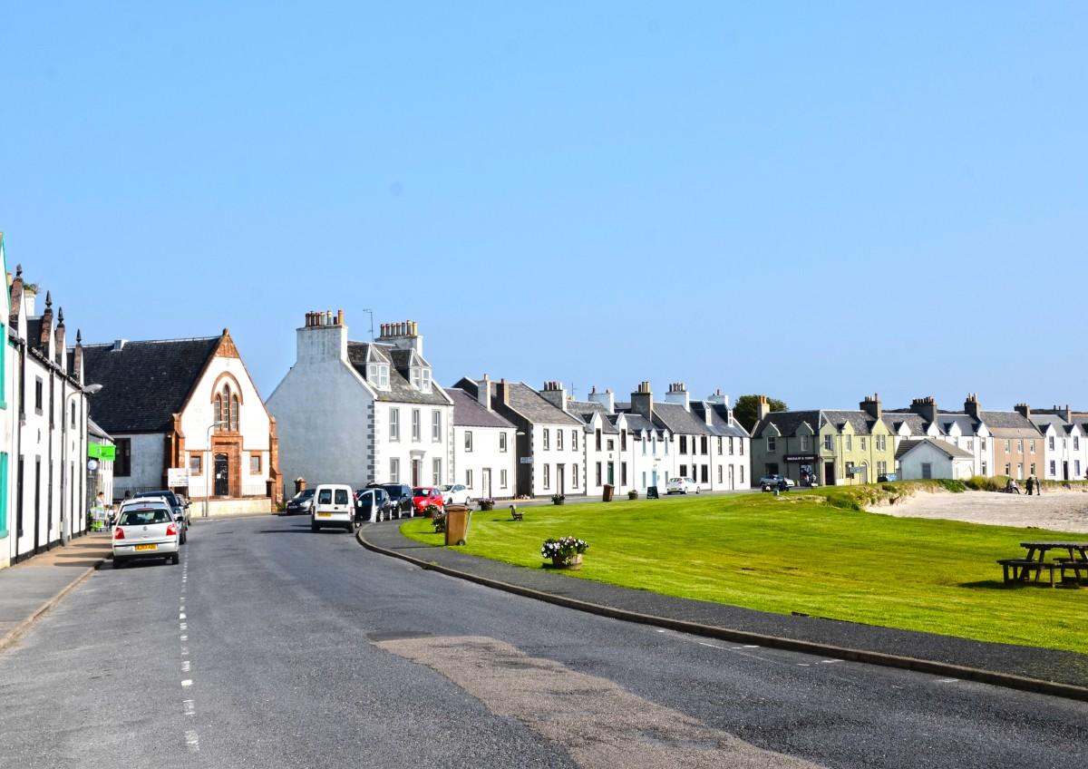 Islay Scotland - street view w beach (15A8550)