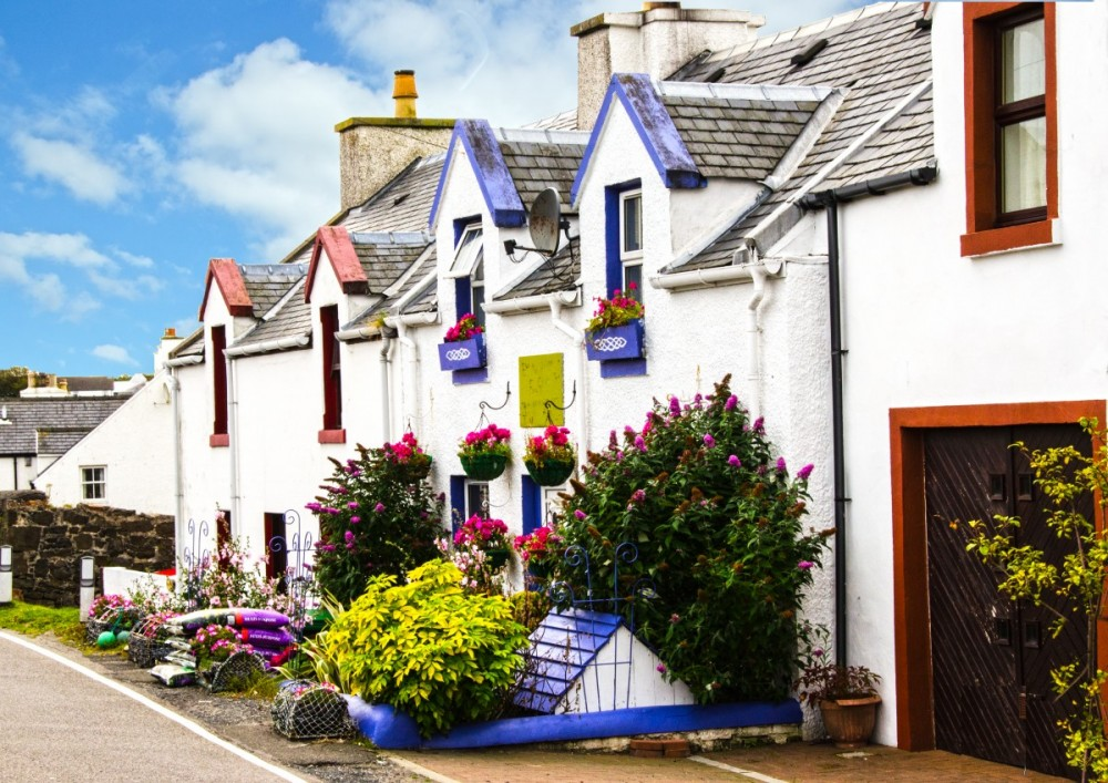 Islay Scotland - street view w flowers (15A8249)