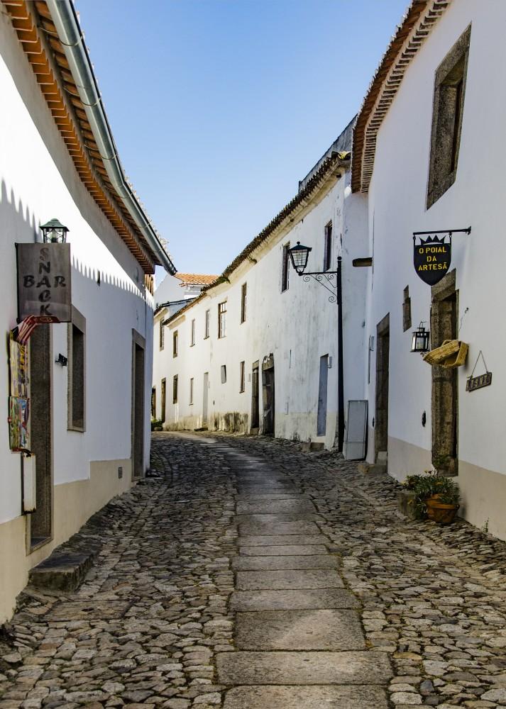 Portugal Alentejo - narrow street (16E1051)