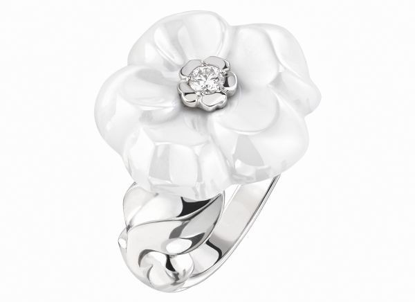 generous-curves-chanel-camelia-galbe-fine-jewelry-collection