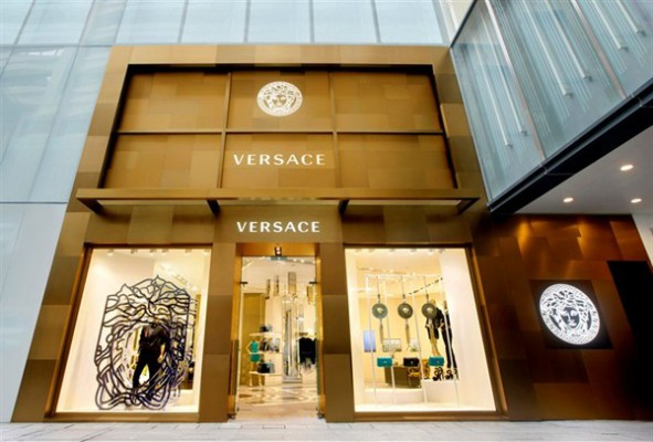 versace-opens-largest-flagship-store-in-hong-kong_3